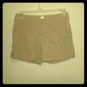 North face Khaki shorts in sz.6